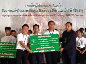 The winning team receive a prize of 6.5 milliuon kip from Mr. Thongsamouth Phoummasone, the NAFC Director